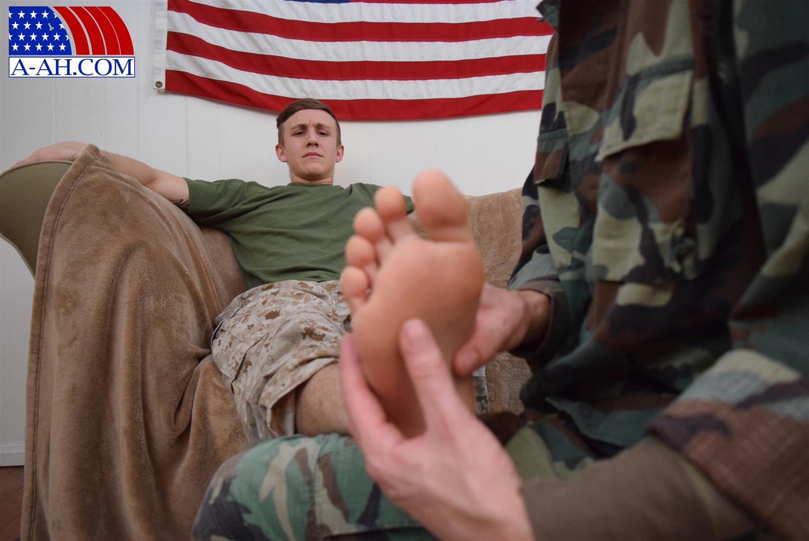 All-American-Heroes-Jett-and-Alex-Naked-Army-Guy-Gets-First-Gay-Blowjob-Amateur-Gay-Porn-03 Straight Army Private Gets A Foot Massage and His First Gay Blow Job